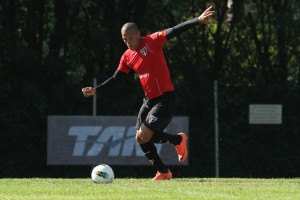 Luis Fabiano foca na classificação do Tricolor