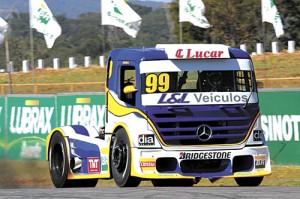Luiz Lopes durante etapa da Fórmula Truck